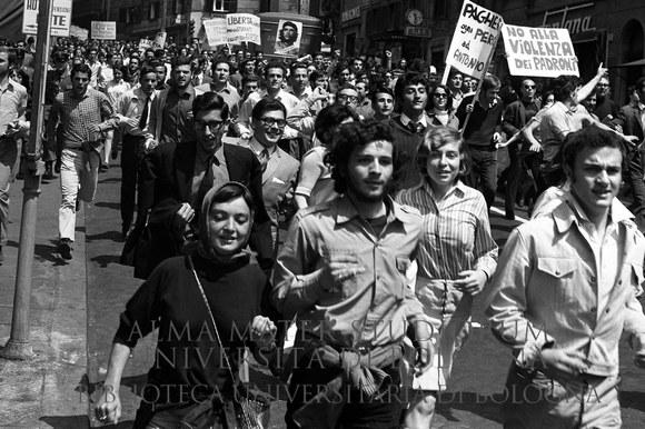 1968: Manifestazione di studenti all'Università La Sapienza e corteo nelle vie della città fino a Piazza Cavour. Roma, 27.4.1968