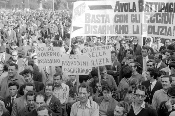 1969: Manifestazione di protesta dopo i fatti di Battipaglia. Roma, 11.4.1969