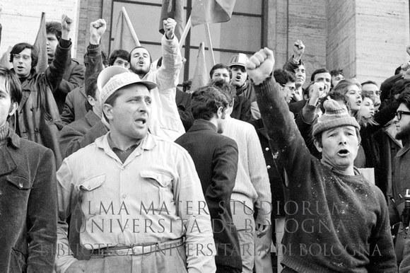 1970: Manifestazione di studenti e operai all'Università La Sapienza durante lo sciopero generale. Roma, 6.2.1970