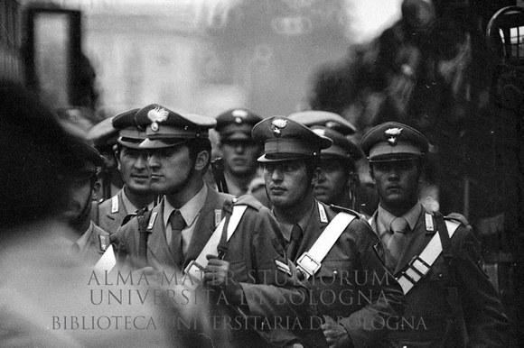 1973: Rivolte al carcere di Rebibbia: intervento da parte di carabinieri. Roma, 1973