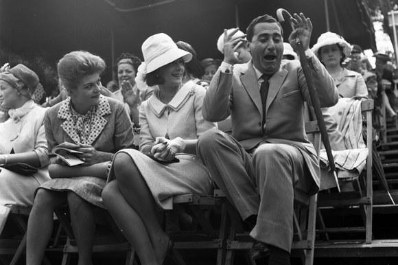 Alberto Sordi e Gianna Maria Canale a Piazza di Siena durante le riprese del film «Il boom». Roma, 20.5.1963