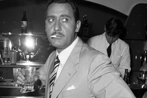 Alberto Sordi in un momento di pausa durante le riprese del film «Mafioso». Roma, 9.6.1962
