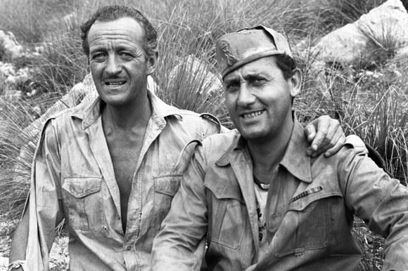 Alberto Sordi con David Niven sul set del film «I due nemici». Latina, 9.7.1961